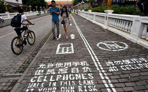 chongqing-rue-pietonne-smartphone-geek-2